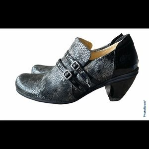 Eject leather buckle heels